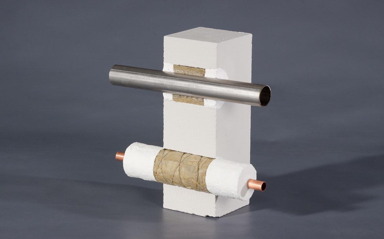 Modell: Abschottung von Metallrohren mit KBS® Foamcoat HS nach MLAR und KBS® Tub Jacket