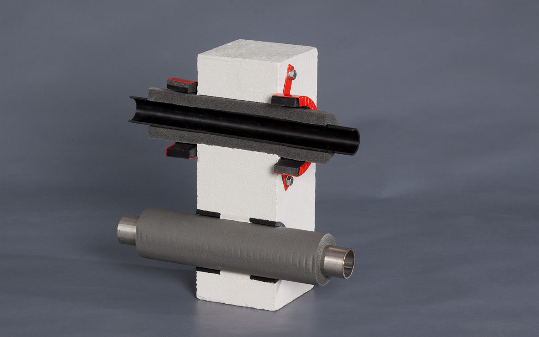 Modell: Abschottung eines Kunststoffrohrs mit Synthesekautschuk-Isolierung und KBS® Pipe Seal SN sowie eines isolierten Metallrohrs mit KBS® Pipe Seal B